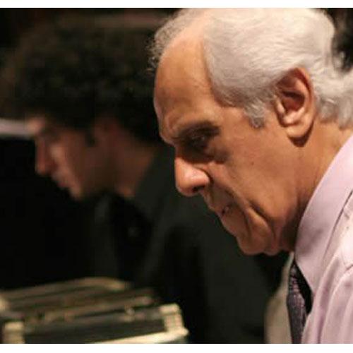 Víctor Lavallen, director de la orquesta escuela.